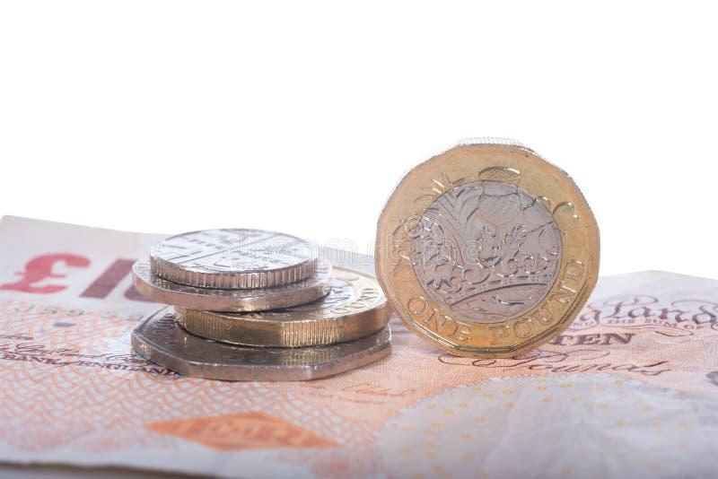 Sterlingsbanknoten und -münzen des britischen Pfunds stockfoto