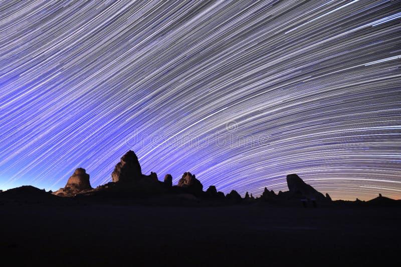 Stern-Hinterbild an der Nachtlangen Belichtung stockfotografie