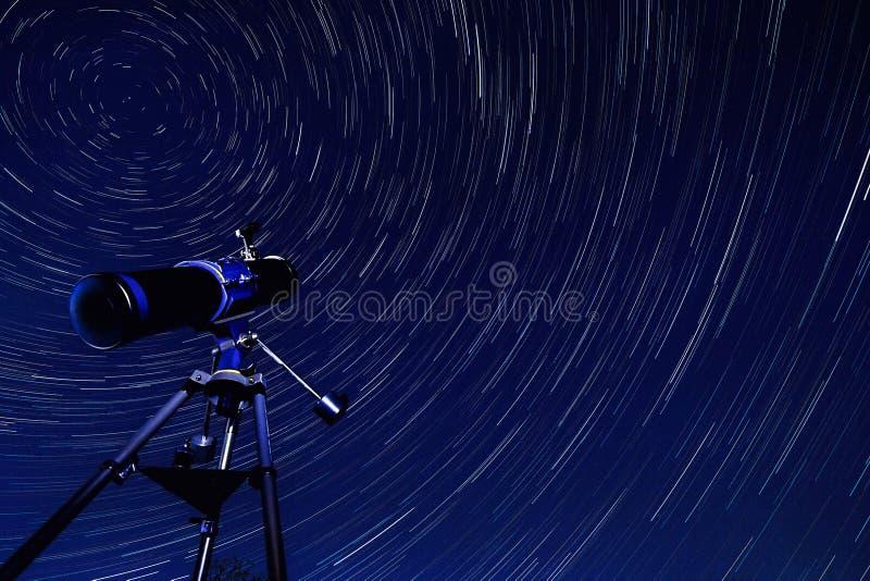 Stern-Spuren - Astronomie lizenzfreies stockfoto