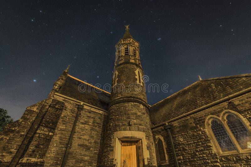 Sterne über St- David` s Kirche lizenzfreies stockbild