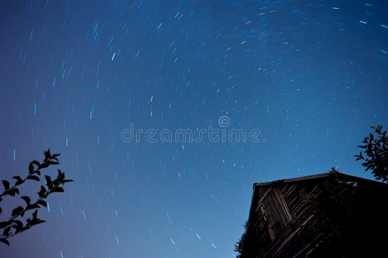 Sterne am nächtlichen Himmel lizenzfreie stockfotos