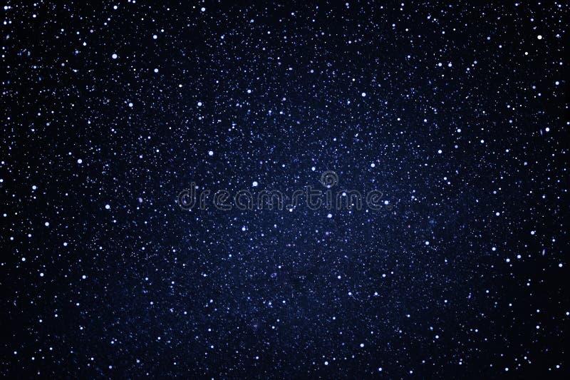 Sternenklar im Gebrauch des nächtlichen Himmels als Hintergrund stockbilder