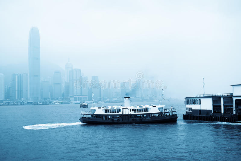 Sternfähre am Victoria-Hafen lizenzfreie stockfotos