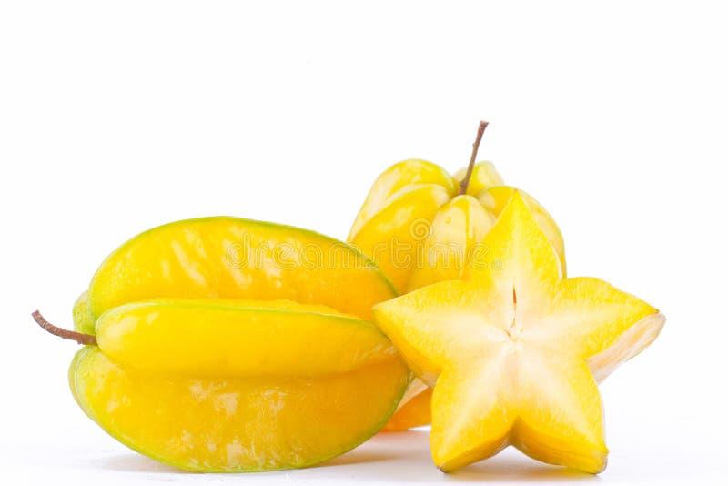 Sternfrucht Carambola oder Sternapfel starfruit auf gesundem Fruchtlebensmittel des weißen Hintergrundes lokalisierten Seitenansi stockfotografie