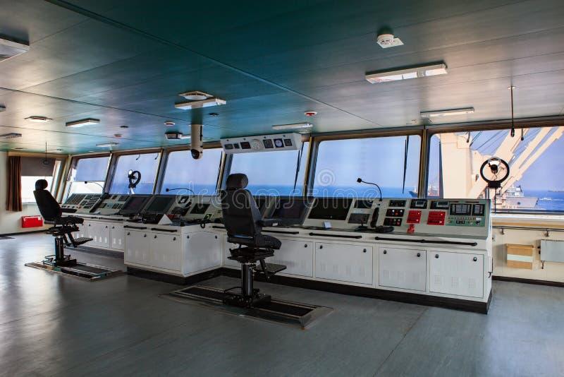 Sterowni kontrolna deska nowożytny przemysłu statek zbliża się fotografia stock