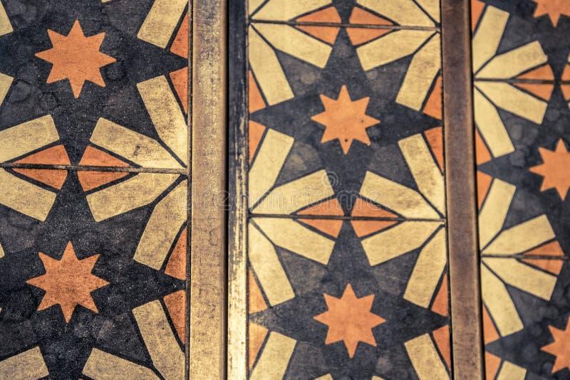 Sterpatroon op vloertegels in een opslag stock foto