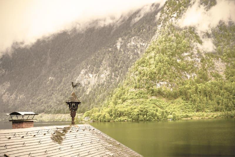 ?sterreichische Landschaft mit nass D?chern lizenzfreies stockfoto
