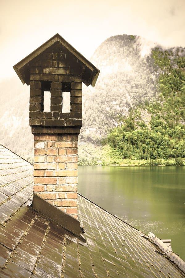 ?sterreichische Landschaft mit nass D?chern lizenzfreie stockfotos