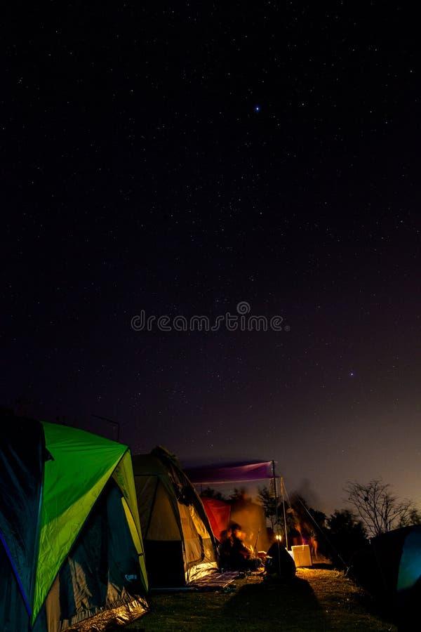 Sterren in de nachthemel stock afbeelding