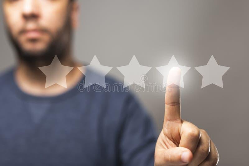 5 sterren herzien score, reputatiebeheer, het schatten concept, hoogte - de kwaliteitsdienst royalty-vrije illustratie
