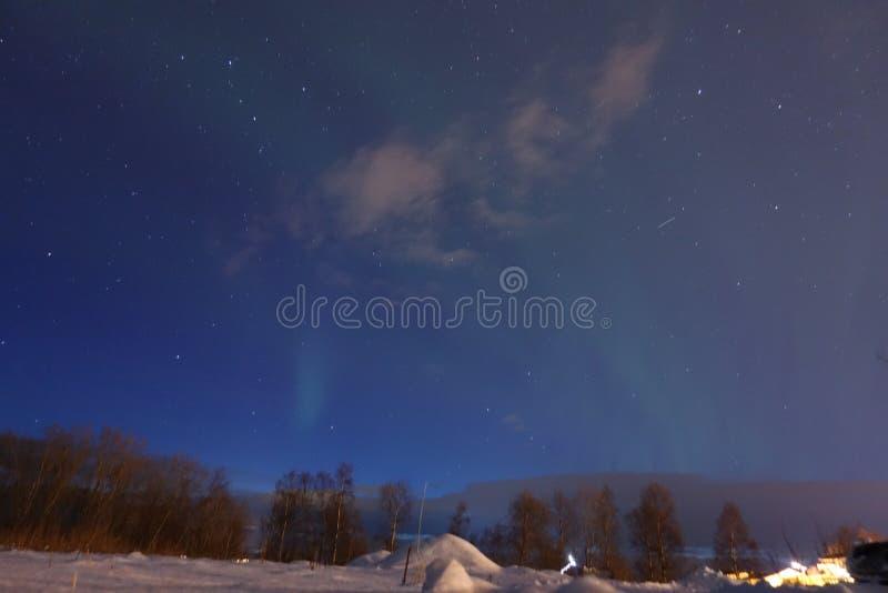 Sterren met Noordelijk Licht stock afbeeldingen