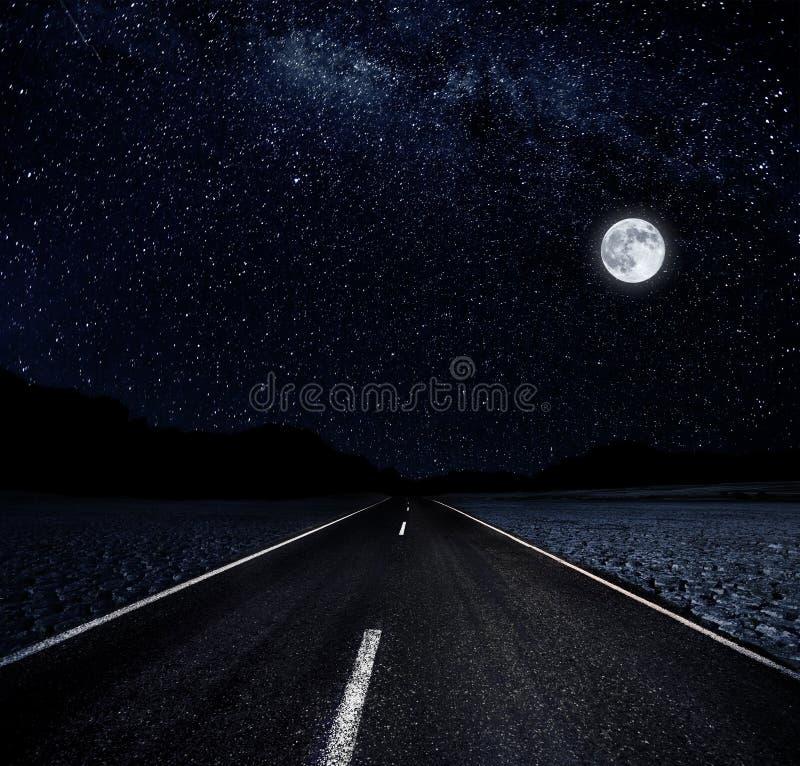 Sterrige Nacht en de Weg stock afbeelding