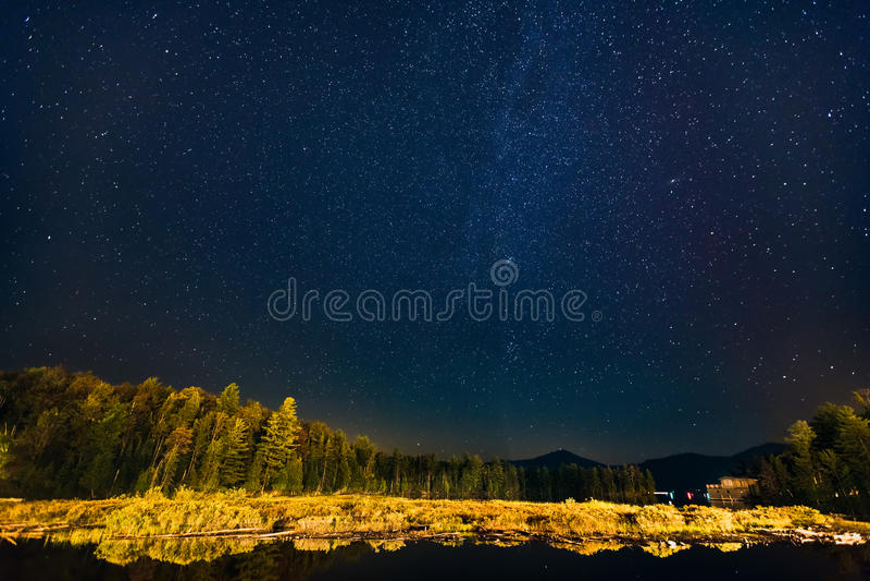 Sterrige nacht in Lake Placid stock fotografie