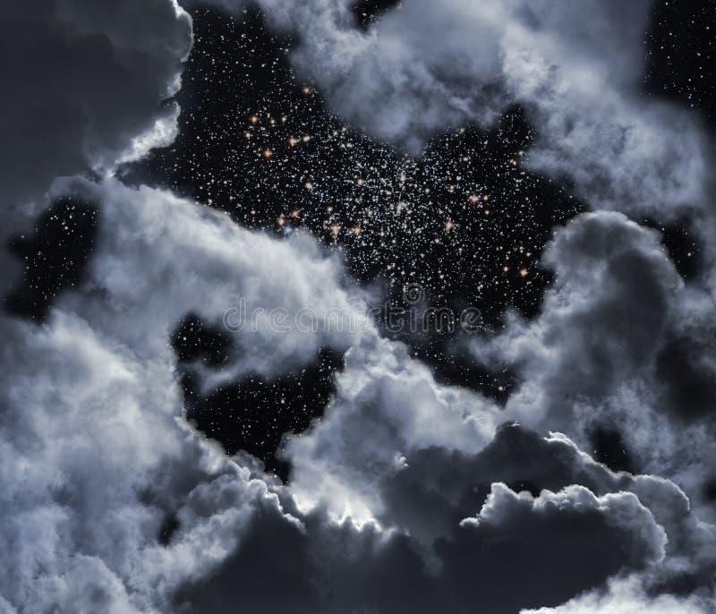 Sterrige nacht met wolken stock afbeeldingen