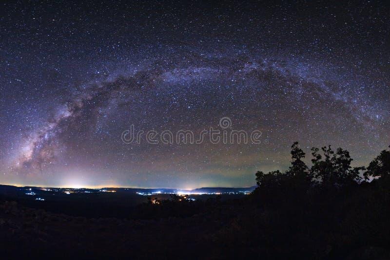 Sterrige nachthemel, melkachtige maniermelkweg met binnen sterren en ruimtestof stock afbeeldingen