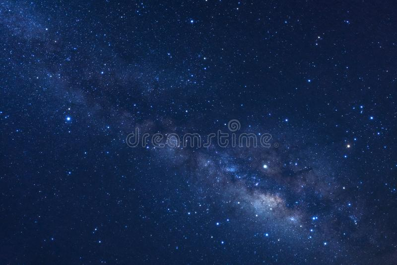 Sterrige nachthemel, melkachtige maniermelkweg met binnen sterren en ruimtestof stock foto's