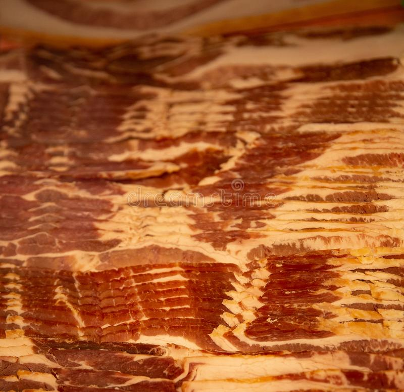 Sterta Świeży bekon przy masarką zdjęcia stock
