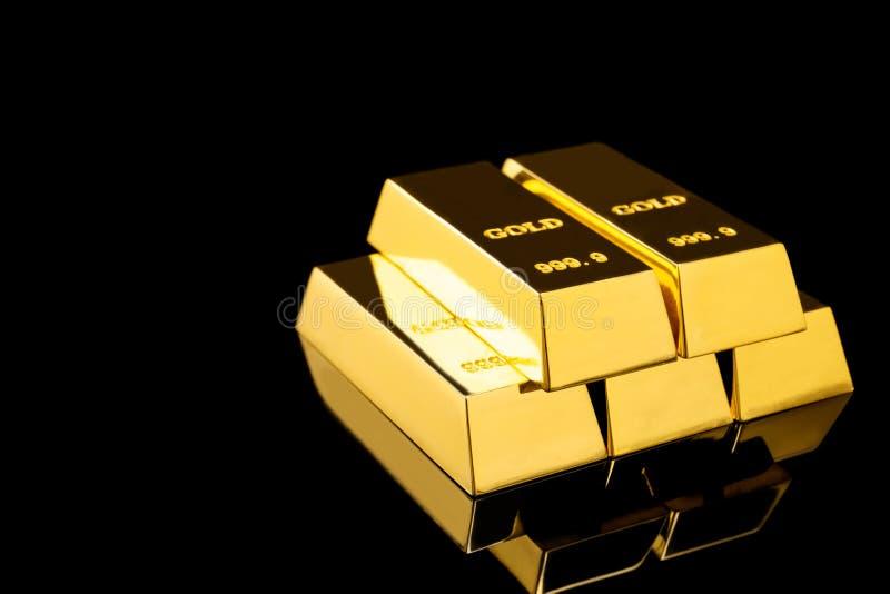 Sterta błyszczący złociści bary na czarnym tle zdjęcie royalty free