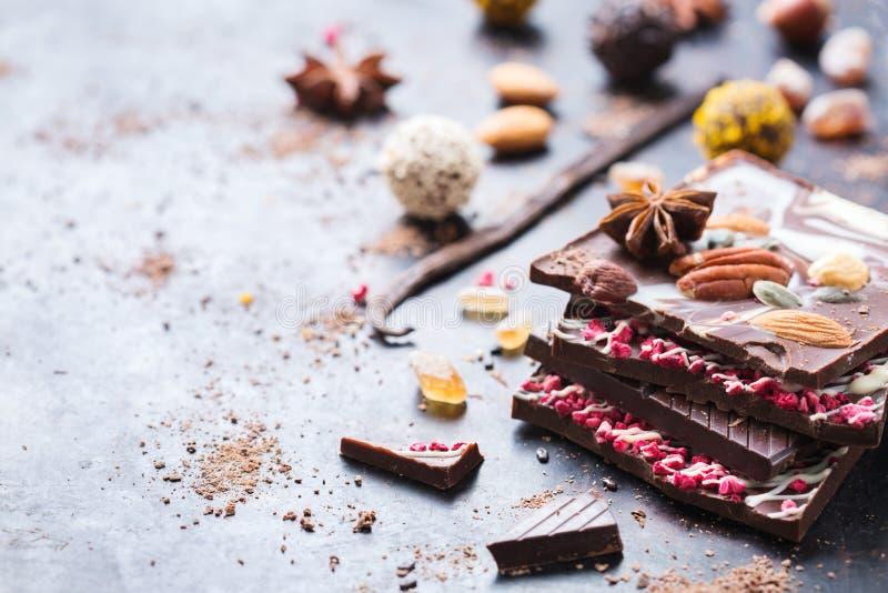 Sterta czekoladowi bary i praline trufla fotografia stock
