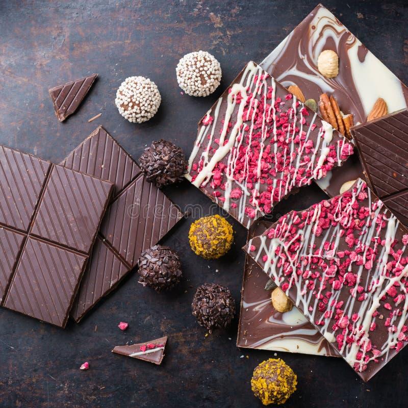 Sterta czekoladowi bary i praline trufla zdjęcia stock