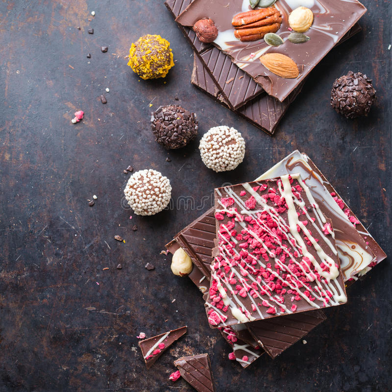 Sterta czekoladowi bary i praline trufla fotografia royalty free