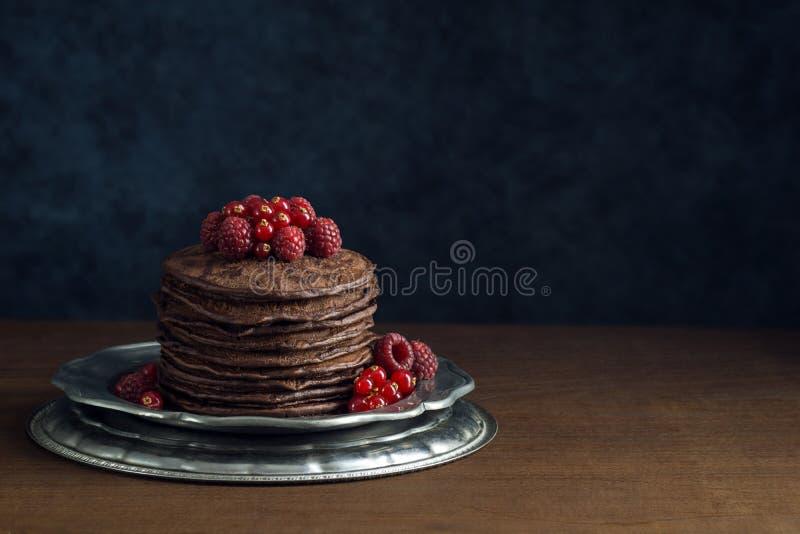 Sterta Czekoladowi bliny z Świeżymi jagodami zdjęcie royalty free