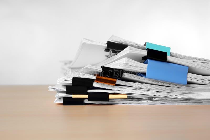 Sterta dokumenty na stole zdjęcia royalty free