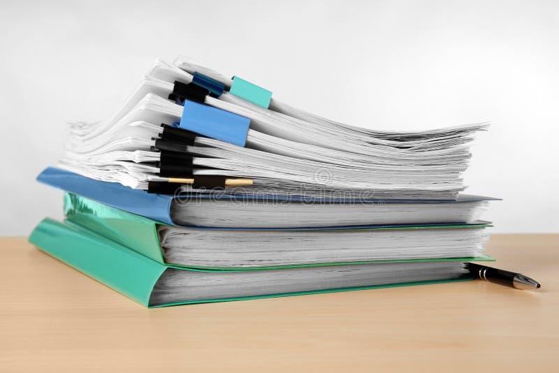 Sterta dokumenty na stole obraz royalty free