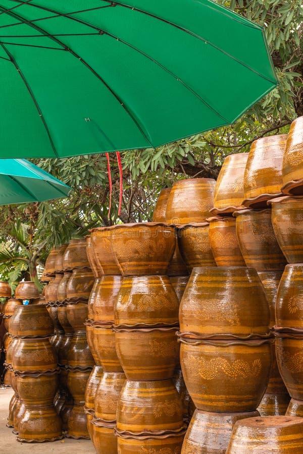 Sterta flowerpots robić od gliny obraz stock