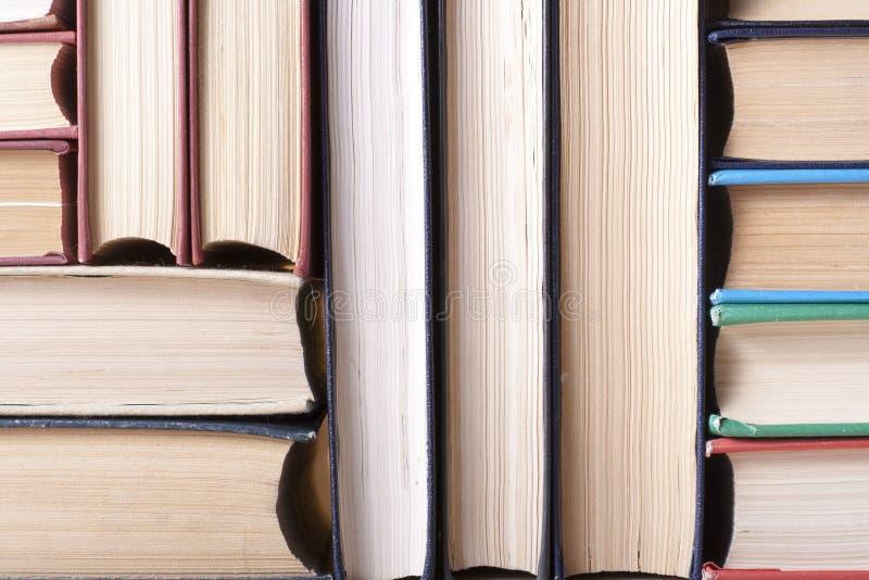 Sterta kolorowe książki Edukaci tło tylna szkoły Odbitkowa przestrzeń dla teksta zdjęcie stock