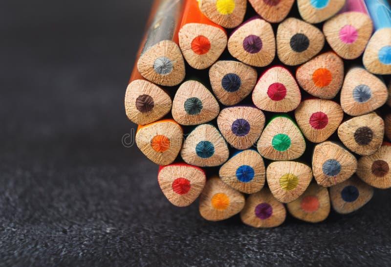 Sterta kolorowe ołówek porady, sztuki tło zdjęcie stock
