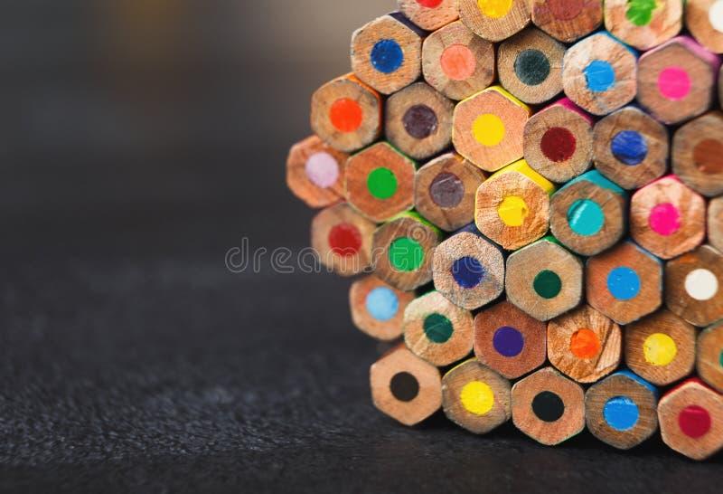 Sterta kolorowe ołówek porady, sztuki tło obraz stock