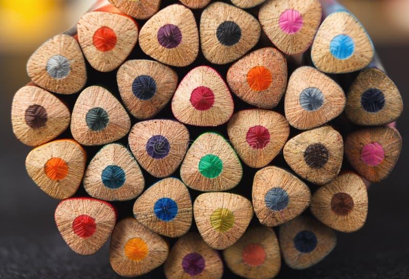 Sterta kolorowe ołówek porady, sztuki tło zdjęcia stock
