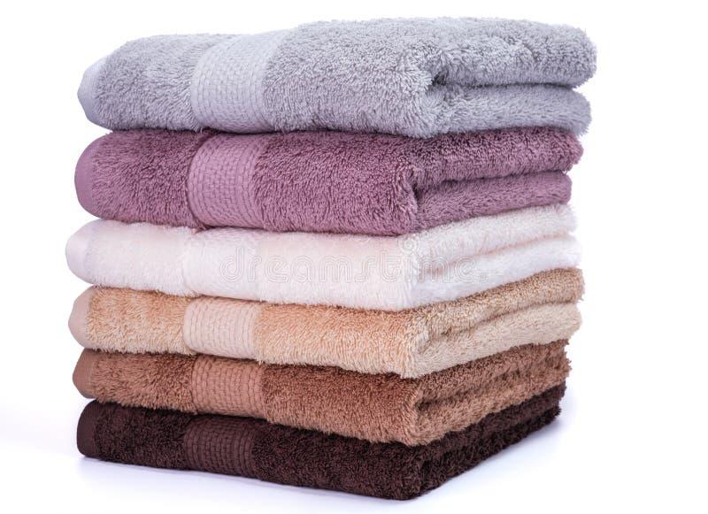 Sterta kolorowych ręczników odosobniony ręcznik zdjęcie stock