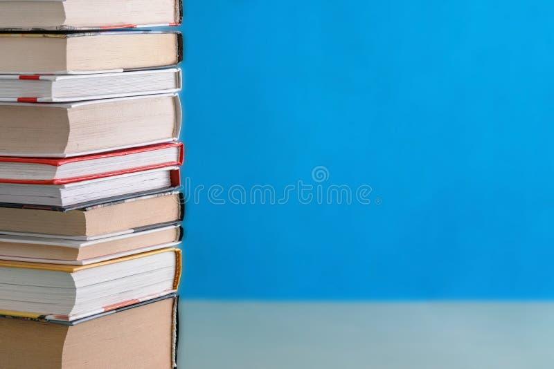 Sterta książki różnorodni rozmiary zdjęcie stock