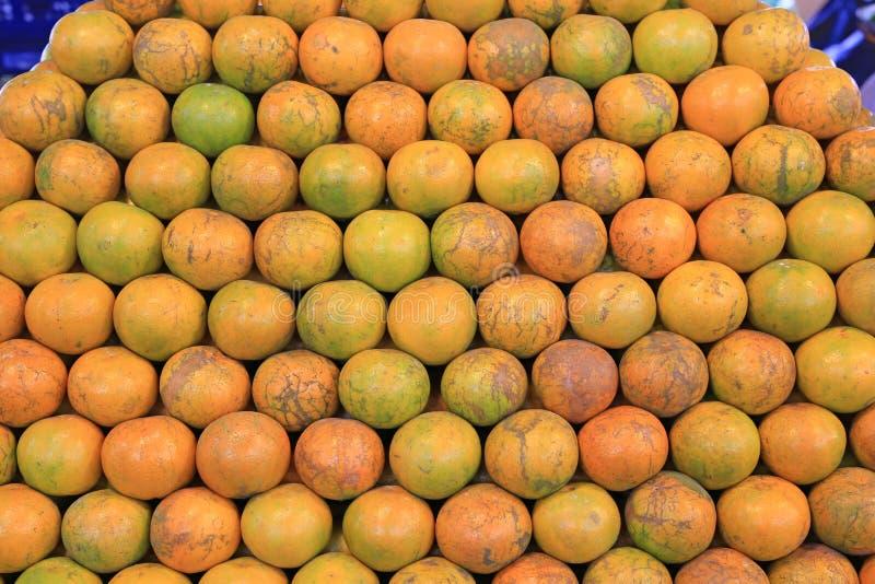 Sterta pomarańczowa owoc przy rynkiem zdjęcia stock