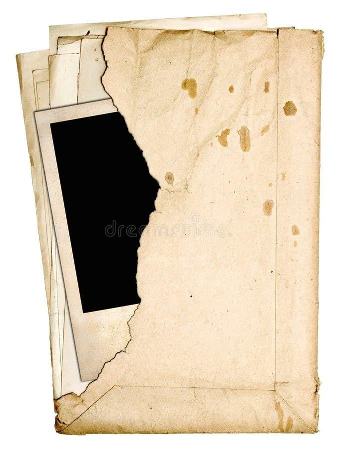 Sterta starzy papiery i stara fotografia w poszarpanej kopercie zdjęcie royalty free