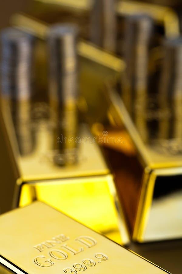 Sterta złociści bary, nastrojowy pieniężny pojęcie zdjęcia stock