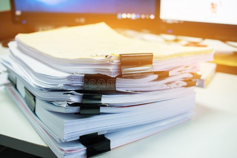 Sterty dokument kartoteki dla finanse biurowy działanie Biznes zdjęcie stock