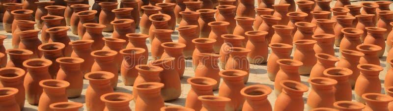 Sterty gliniani flowerpots w Kathmandu, Nepal obrazy royalty free