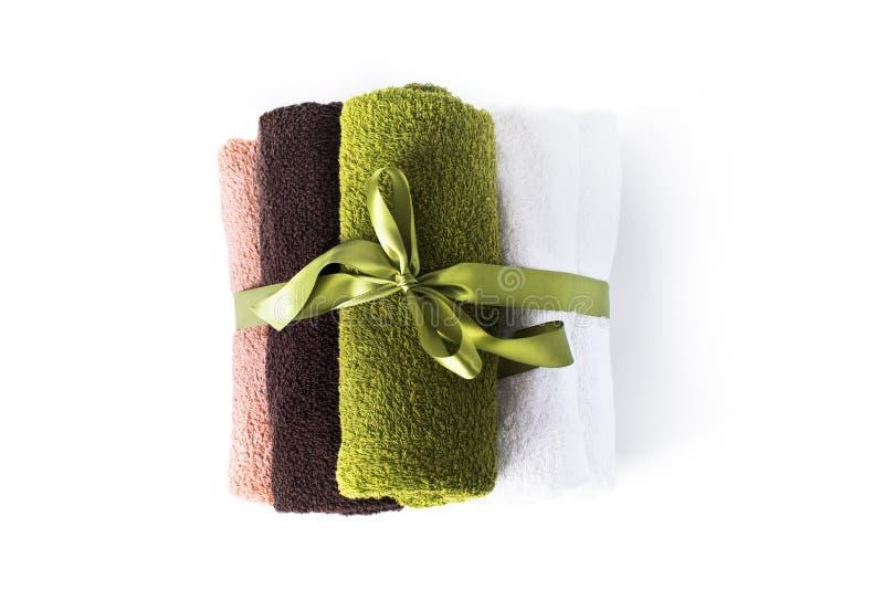 Sterty rolki kąpielowych ręczników tkaniny kolorowi przedmioty obrazy stock