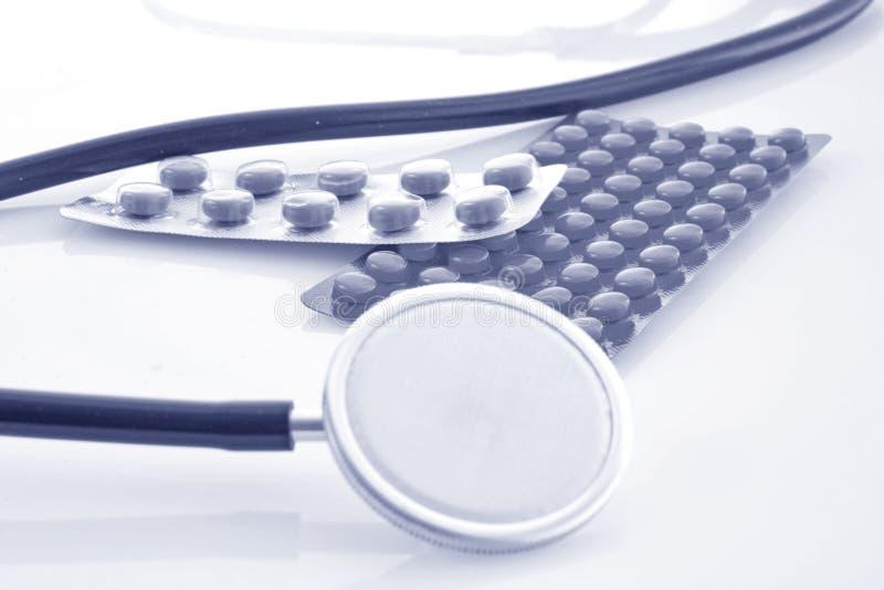 Stethoscoop en Drugs royalty-vrije stock afbeeldingen