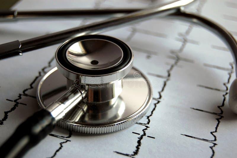 Stethoscoop en ECG stock afbeeldingen