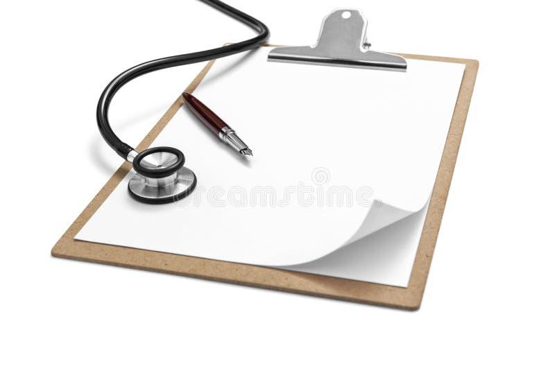Stethoscoop en klembord met pen royalty-vrije stock foto's