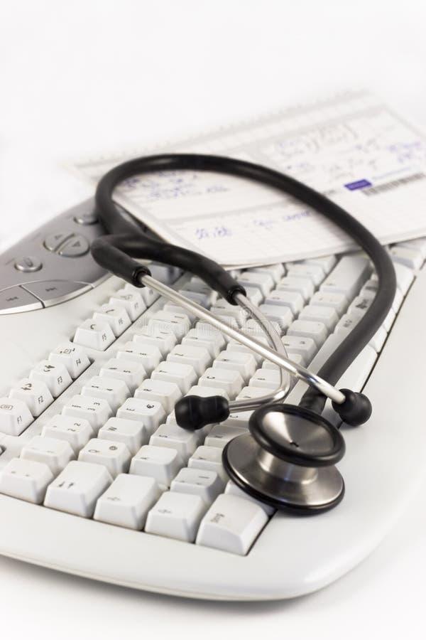 Stethoscoop en toetsenbord stock afbeelding