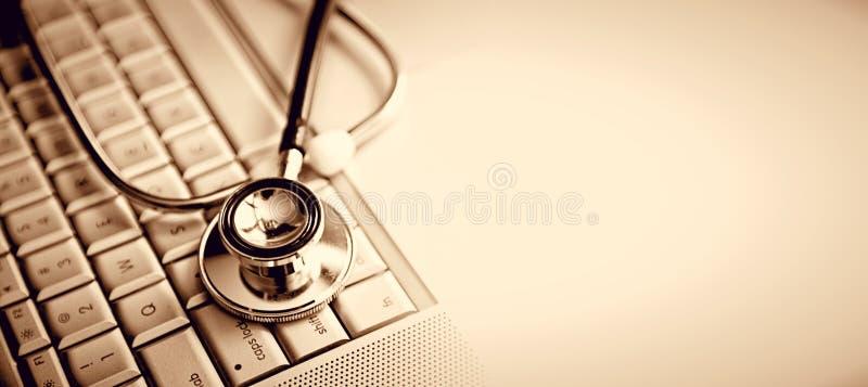 Stethoscoop en toetsenbord stock fotografie