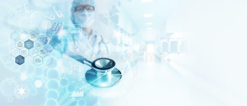 Stethoscoop, Geneeskunde DNA van de artsenanalyse, hersenen en Digitale gezondheidszorg bij de netwerkverbinding op het hologram  stock afbeeldingen