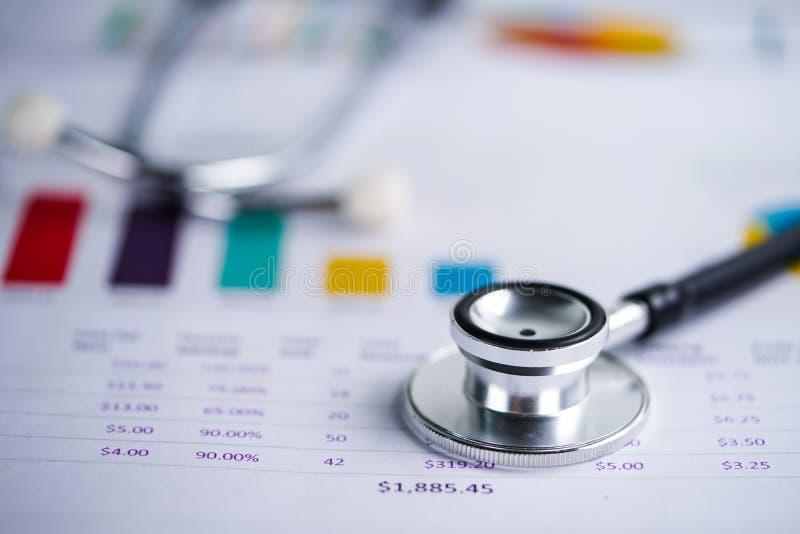Stethoscoop, Grafieken en Grafiekenspreadsheetdocument, Financiën, Rekening, Statistieken, Investering stock foto