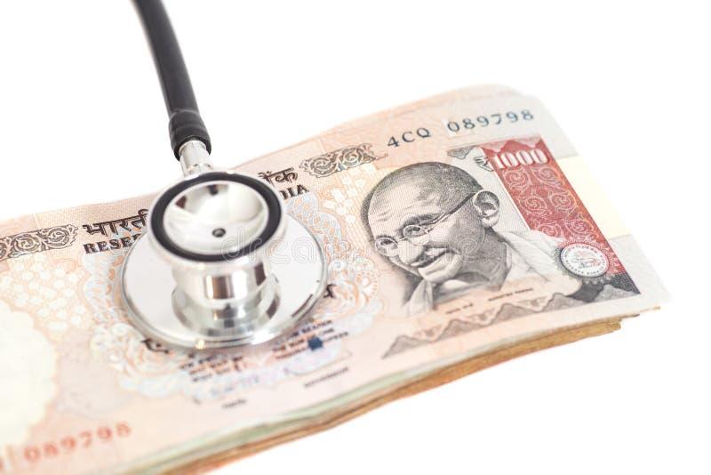 Stethoscoop op Indische 1000 Roepiesnota's stock foto