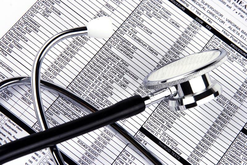 Stethoscoop over een Rapport royalty-vrije stock foto
